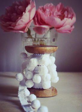 Tiddly White Pom Poms